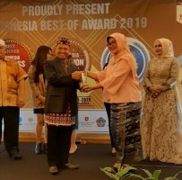 Kepala SMAN 9 Raih Best Winner Indonesia Education Excellent Award 2019.