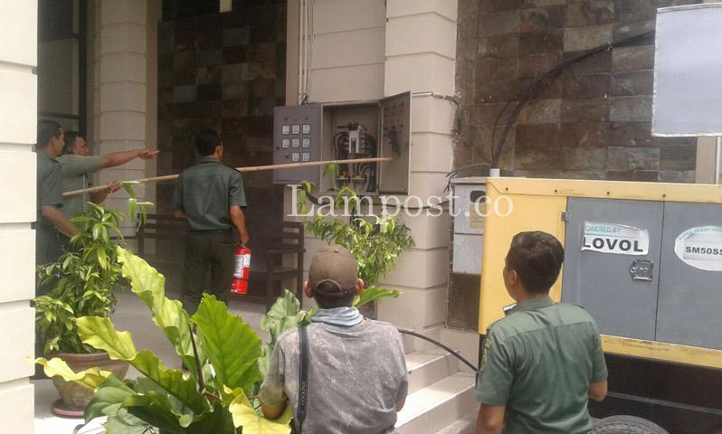 LAMPUNG POST | Panel Listrik di Gedung PN Tanjungkarang Terbakar, Pegawai Panik