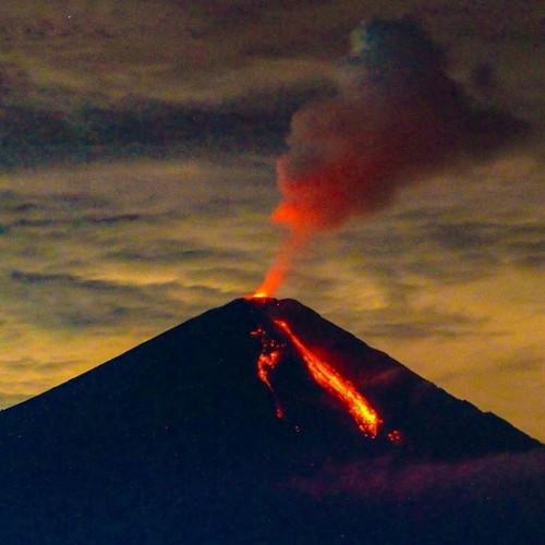 Gunung Semeru Muntahkan Kolom Abu Setinggi 600 Meter